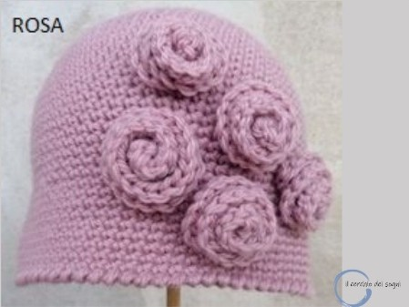 cappello donna lana all'uncinetto con tre rose, lavorato a mano